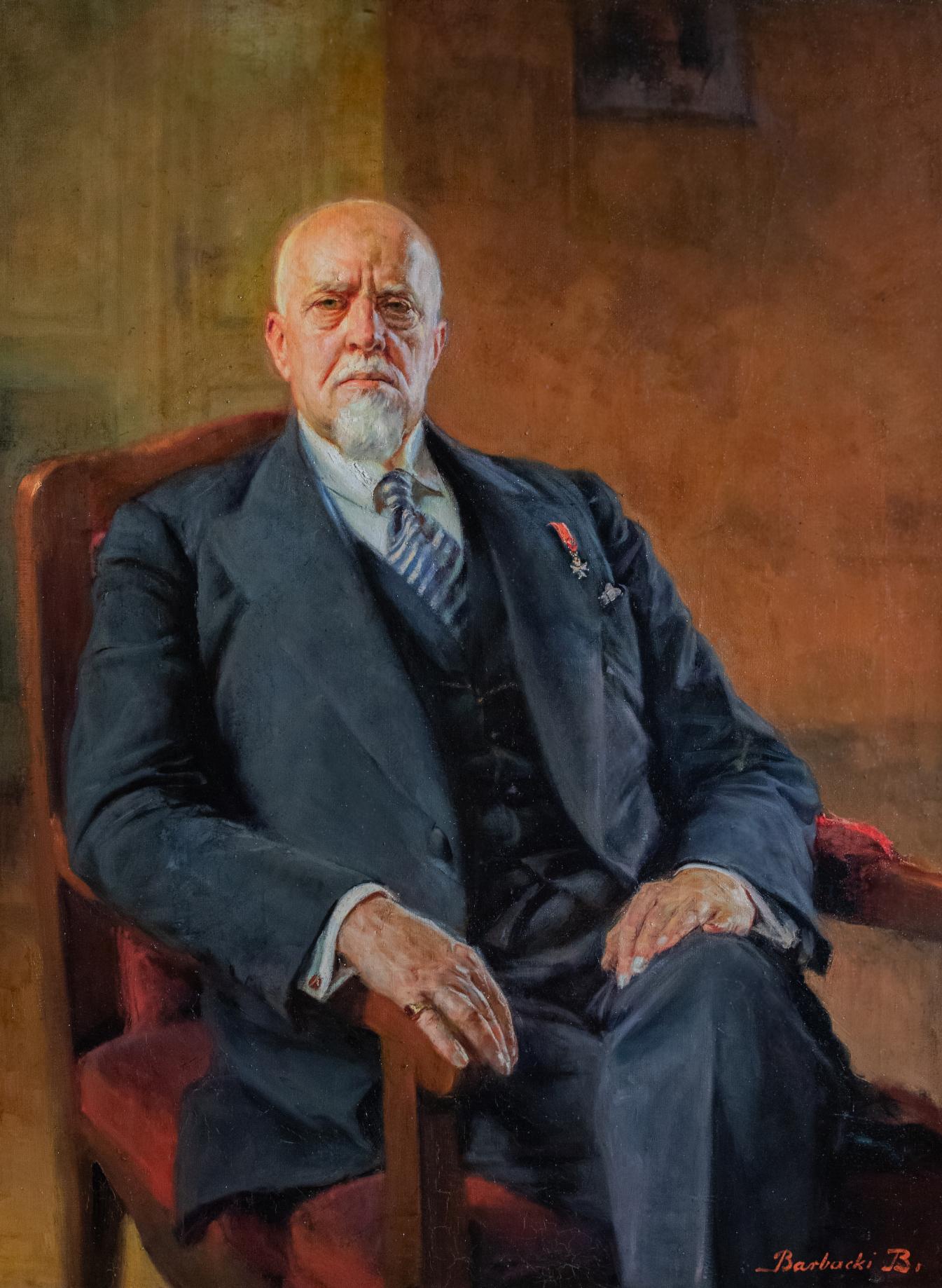 Obraz starszego mężczyzny w garniturze, który siedzi w fotelu
